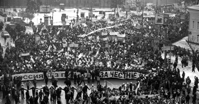 日,莫斯科市人山人海,据悉约有16万人参加集会