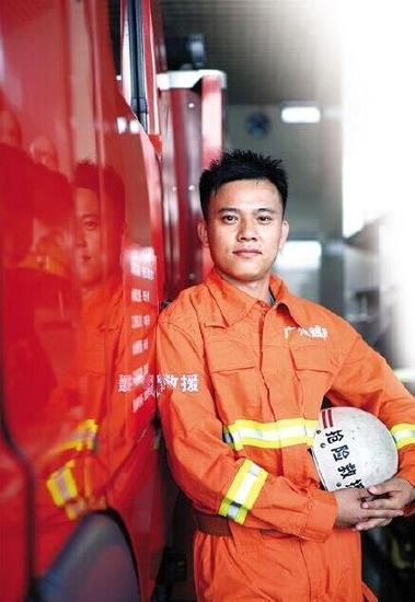 """30岁消防员带""""遗书""""进火场 已写11封(图)"""