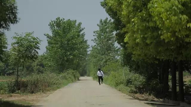 纪录片《摇摇晃晃的人间》剧照。