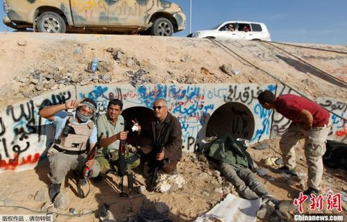 奥巴马称卡扎菲支持恐怖主义 惨死是独裁者警讯