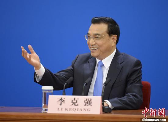 """李克强谈两岸经济合作:需要两个""""轮子""""一起转"""
