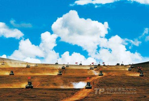 解放军首次在高寒高海拔地区组织陆空联合演习