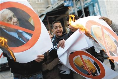 沙龙今日将举行国葬 巴勒斯坦人上街发糖(图)