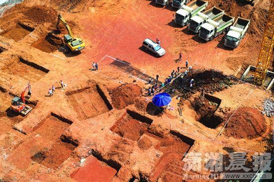 长沙挖出西汉贵族墓 出土剑戈未生锈仍锋利