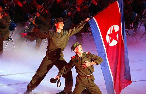 高清:朝鲜举行大型文艺演出 庆建军80周年