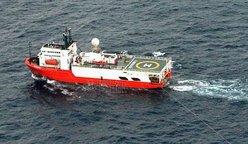 图为23日早上5点54分左右在钓鱼岛附近海域航行的巴哈马籍海洋调查船。(图:共同社)
