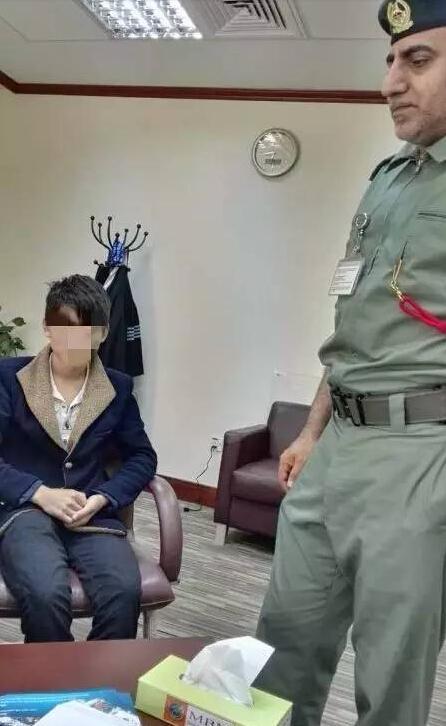 四川一少年潜入飞机货舱偷渡去迪拜 被抓