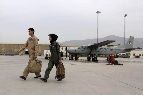 从灾黎到空中巾帼:阿富汗空军女航行员身世传奇