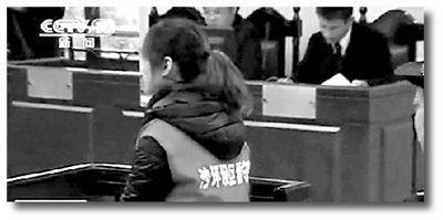 15日,重庆市沙坪坝区人民法院开庭审理张贵英案。央视截屏
