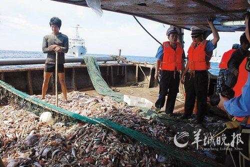 中国逾95%领证渔船撤出南沙:担心外国炮艇抓扣