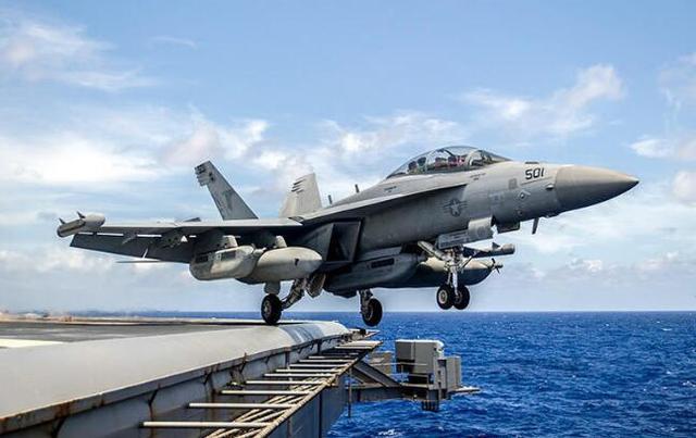 韩美军演 美航母被指在黄海展示舰载机起降训练