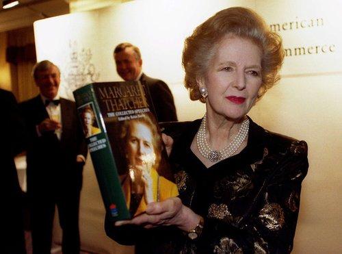 1997年11月25日,撒切尔夫人出席新书发布会。(英国媒体)
