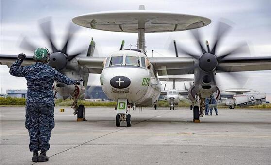 美海军预警机飞行队在日本44年的活动落下帷幕