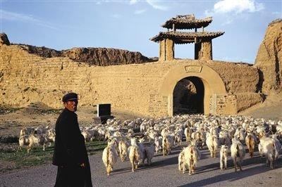甘肃永泰古城因生态恶化人口锐减变枯城