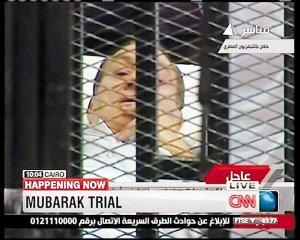 穆巴拉克铁笼内受审 否认所有控罪