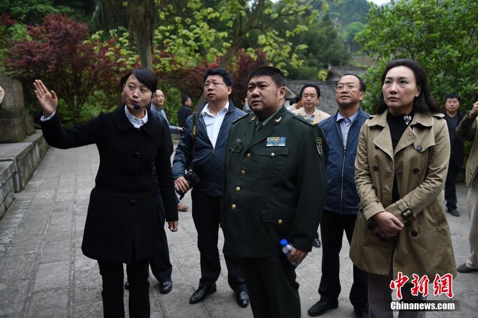 毛新宇朱和平等在云南寻访先辈足迹2015.4.22 - fpdlgswmx - fpdlgswmx的博客