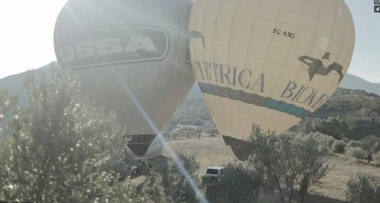 法冒险者借热气球表演空中走钢丝(图)