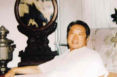 中国著名记者、编辑,新闻理论家和教育家安岗。资料图