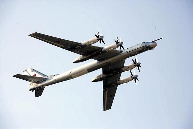 俄一图-95飞机冲出跑道致5人伤 该机型暂停飞