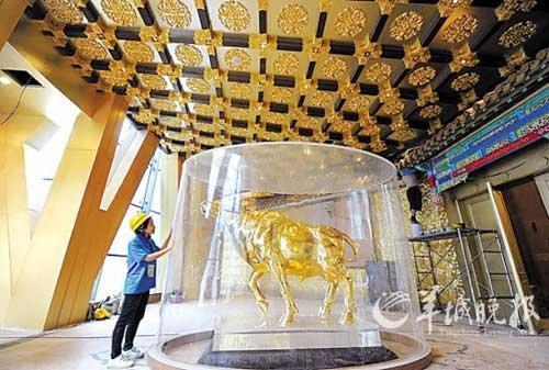 华西村斥资15亿建大楼 大厅金牛重1吨价值3亿