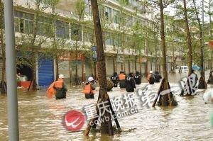 重庆奉节遭暴雨袭击 兴隆大部分街道路面被淹