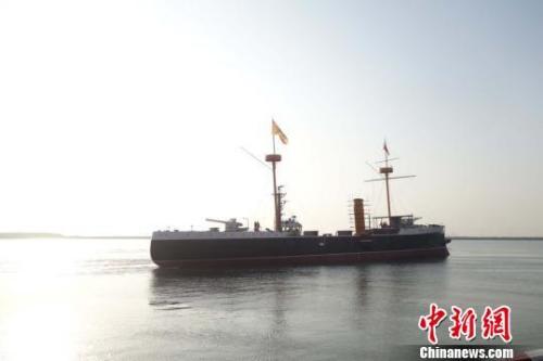 """甲午战争英雄舰""""致远""""号纪念舰正式下水"""