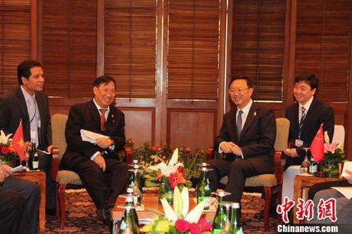 杨洁篪会见越南外长:避免争议再次升温