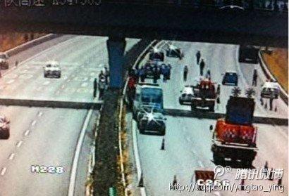 沪陕高速崇启大桥5名养护工被撞死 3人受伤