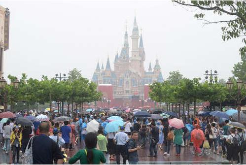 国务院副总理:上海迪士尼下雨 下的是美元人民币