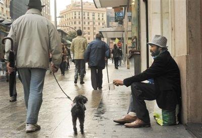 西班牙部分移民无力偿还房贷被银行收回房屋