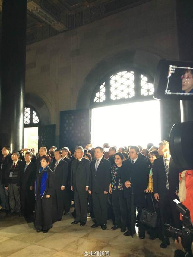 洪秀柱抵达南京中山陵拜谒 向孙中山先生致敬