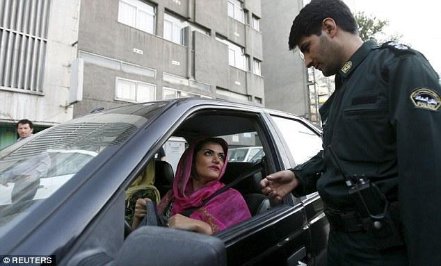 伊朗年轻人开发APP在谷歌地图上标注道德警察