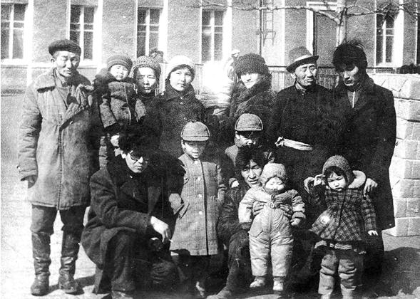 ▲1984年3月奥永的亲戚在乌兰巴托火车站为徐洪慈一家送行。