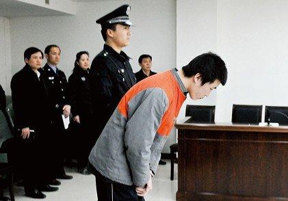 青年为玩网游抢劫同事被判缓刑 法院首签禁网令