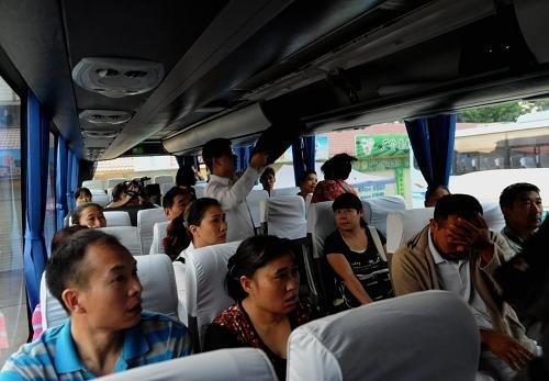 湄公河遭袭遇难船员家属赴泰吊唁亲人