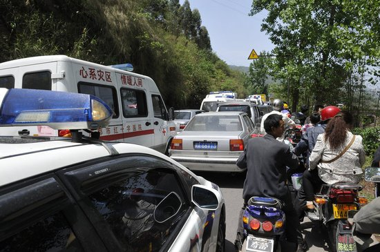 四川交通部门下令除救援外所有车辆禁入灾区