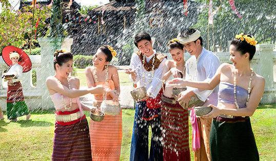 泰国泼水节假期车祸夺364命 创历年新高
