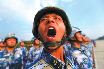 阅兵首现两栖装甲方队 海军首批飞行员舰长任领队