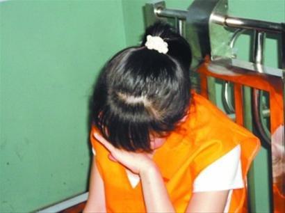17岁少女成贩毒团伙主犯 14岁已开始吸毒(图)