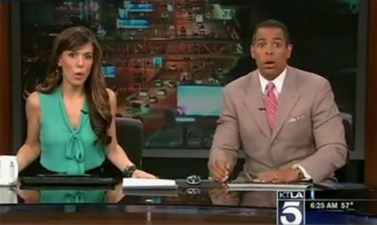 美新闻主播在直播间亲历地震 表情惊恐钻到桌下(组图)