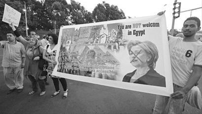 希拉里访问埃及遭抗议 示威者高喊莱温斯基(图)