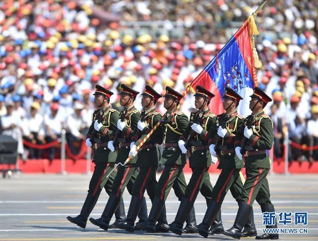 老挝代表队通过天安门广场