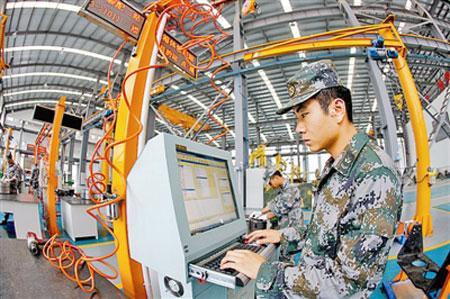 解放军坦克修理能力提升 气动机械手全面应用图片