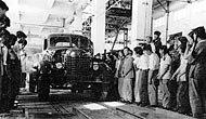 第一辆东风牌轿车