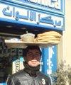 大马士革街头头顶大盘子的卖饼少年