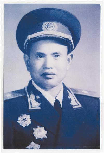 抗战名将王耀南获朱德赠钢笔 被嘱咐写好字