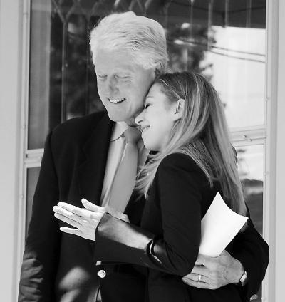那些多愁善感的老爸:奥巴马女儿毕业落泪(图)