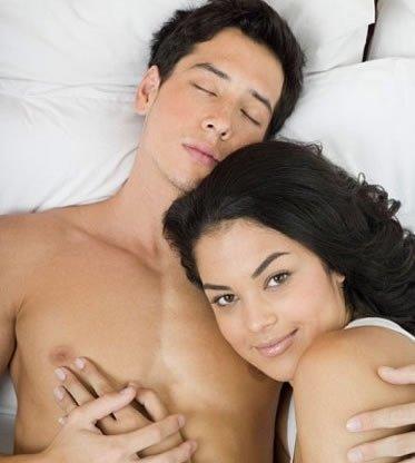 """男性养生:裸睡好处多 增强性欲更""""爷们儿"""""""