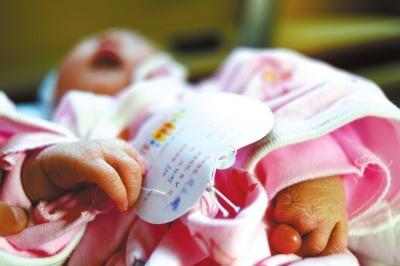 女子产下缺少6根手指男婴 孕检医院称一切正常