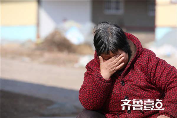 农妇照顾3残疾大伯哥37年 丈夫自杀后带其改嫁